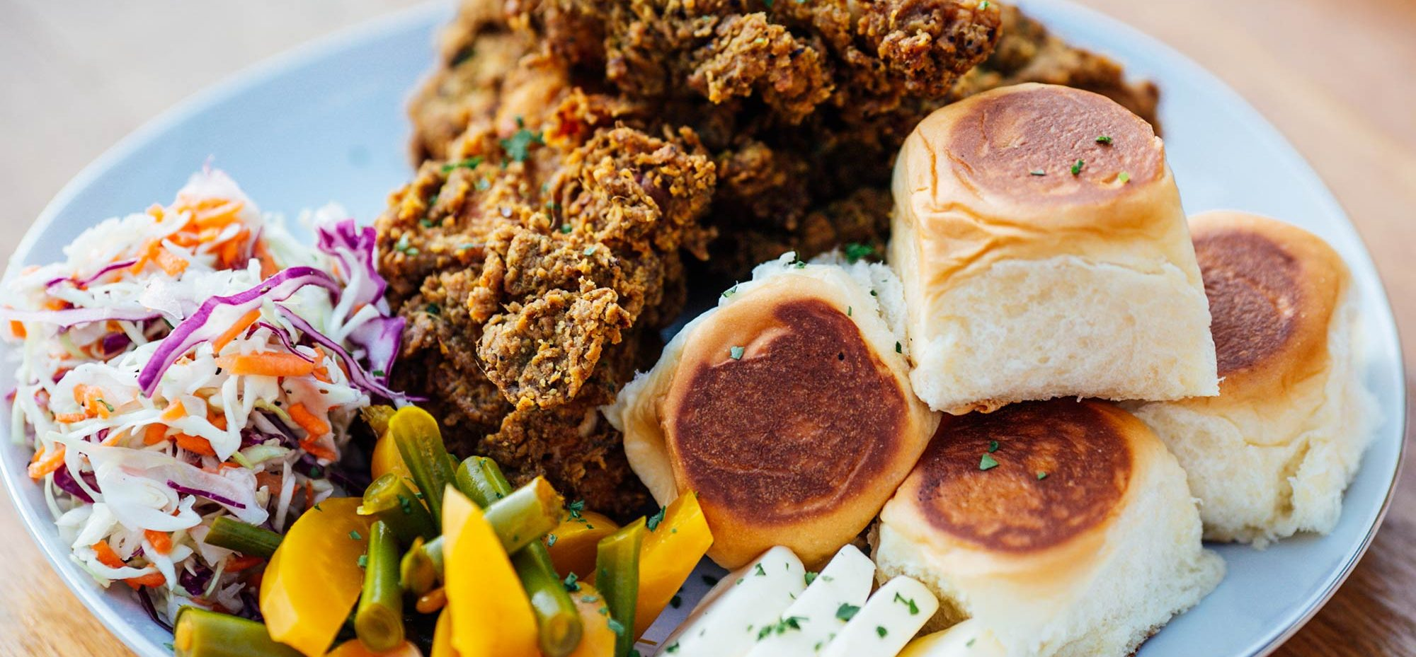 Fried chicken and buns on a plate